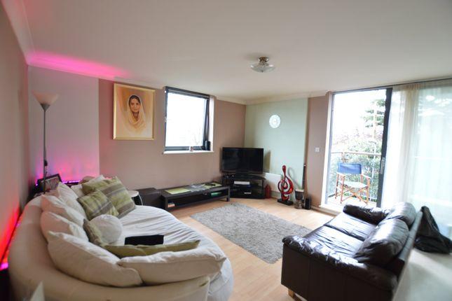 Thumbnail Flat to rent in Bath Road, Slough, Berks