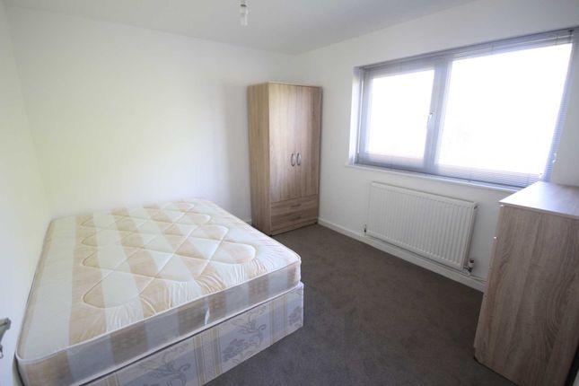 Thumbnail Room to rent in Vandyke, Bracknell