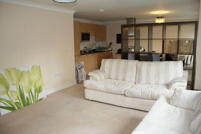 3 bed flat to rent in Clear Water Place, Oxford OX2