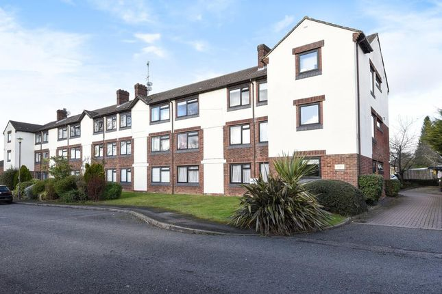 Thumbnail Flat to rent in Woodley Court, Amersham