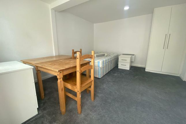 Thumbnail Flat to rent in Park Road, Uxbridge
