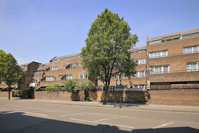 2 bed flat for sale in Briar Walk, London