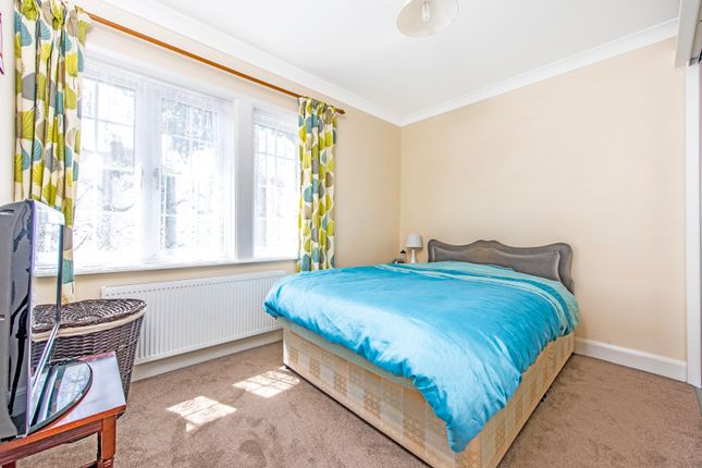 Bedroom  of Oak Avenue, Hampton TW12