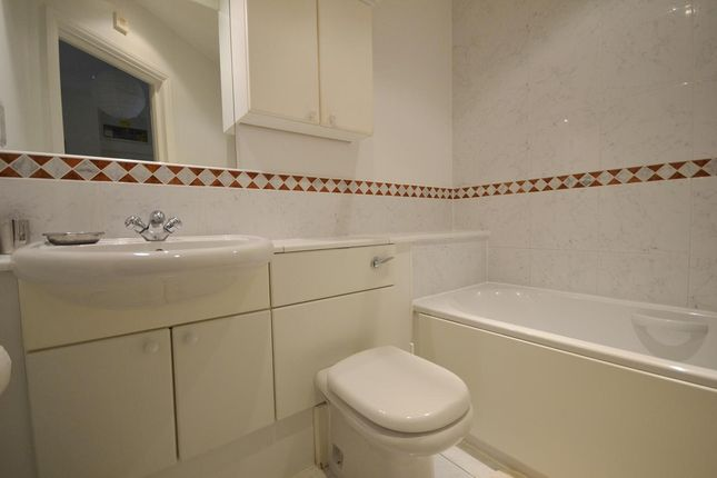 Bathroom of Providence Square, London SE1
