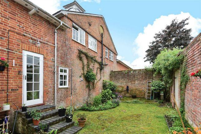 Thumbnail Maisonette to rent in Farnham