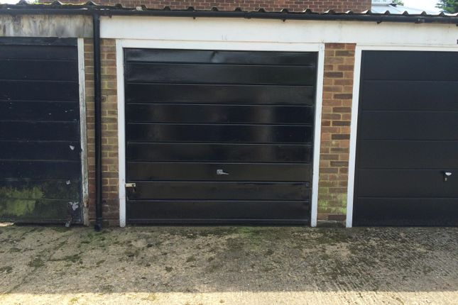 Parking/garage to rent in Hennel Close, Forest Hill
