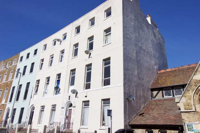 Thumbnail Flat to rent in Union Crescent, Margate