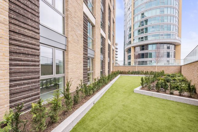 2 bed flat for sale in Viewpoint, Battersea, London SW11