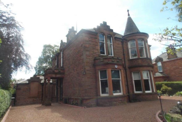 4 bedroom property to rent in Springkell, Glasgow