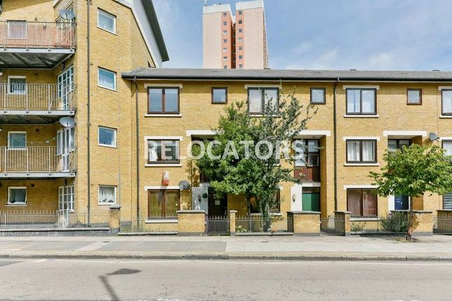 Thumbnail Town house to rent in Old Ford Road, London