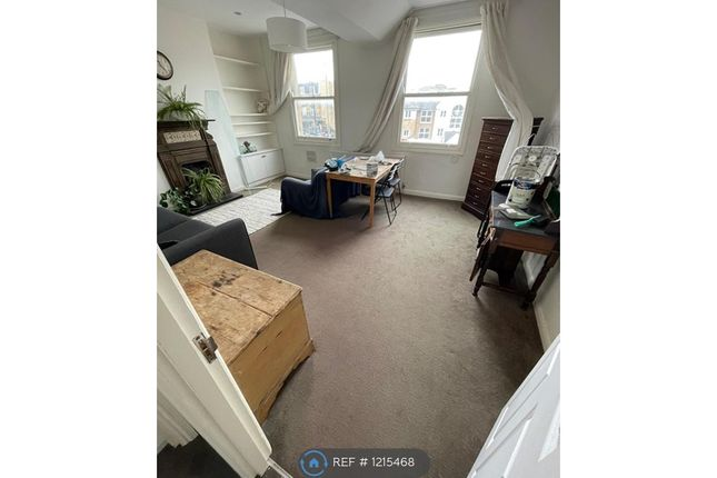 3 bed flat to rent in Yorkton Street, London E2
