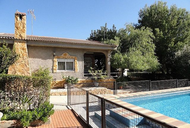 4 bed villa for sale in Montroy, Valencia, Spain
