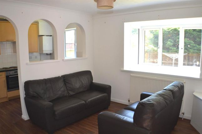 Thumbnail Property to rent in Finch Close, Tadley