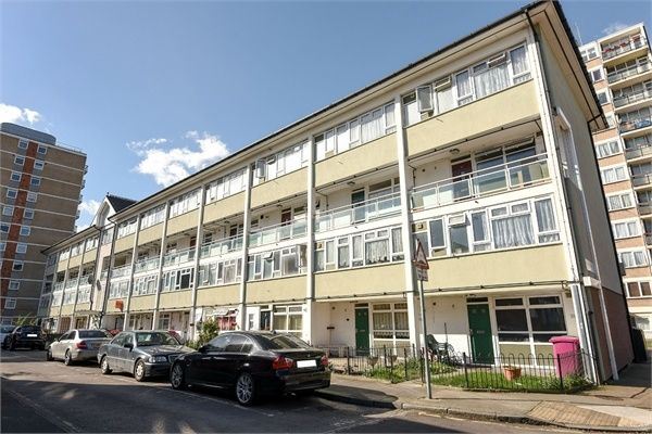 Thumbnail Maisonette for sale in Carron Close, London