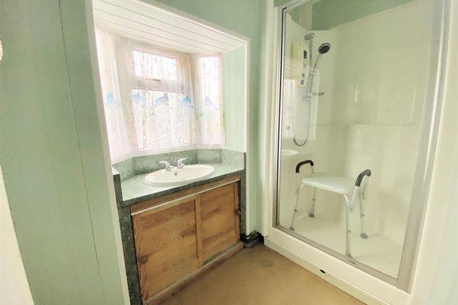 Bathroom of Breckside Park, Anfield, Liverpool L6