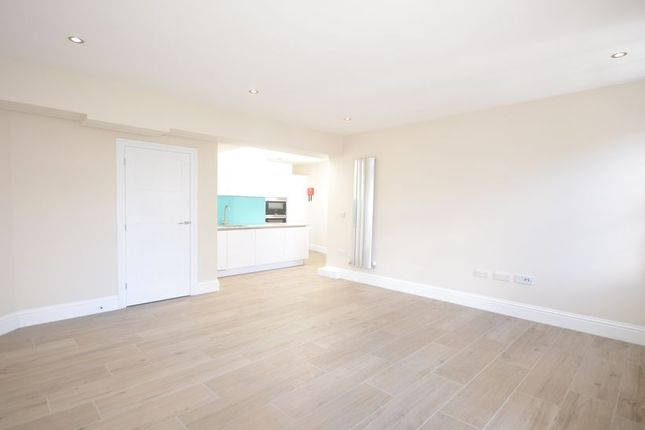 1 bed flat to rent in High Street, Windsor
