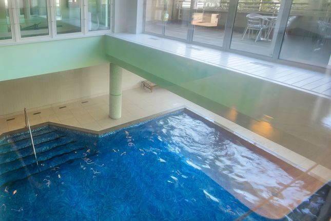 Swimming Pool of St. Davids Square, London E14