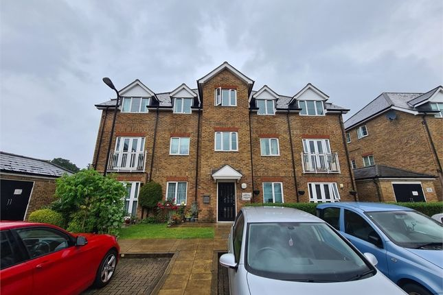 Thumbnail Flat to rent in Gilbert White Close, Perivale, Greenford, Greater London