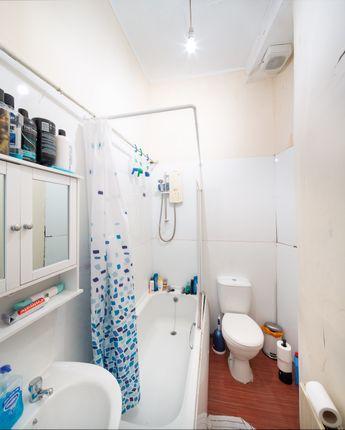 Bathroom of South Clerk Street, Edinburgh EH8