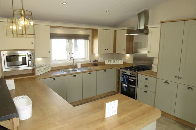 Thumbnail Mobile/park home for sale in Suffolk Sands Holiday Park, Carr Road, Flexistowe