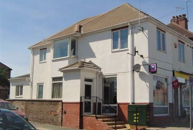 Flat to rent in Cape Road, Warwick