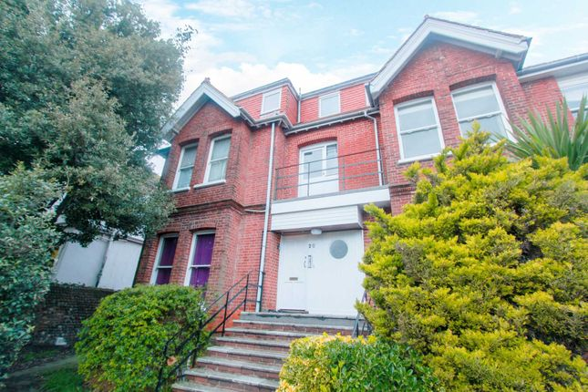 2 bedroom flat to rent in Shelley Road, Worthing