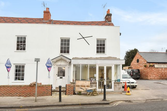 3 bed end terrace house to rent in High Street, Chobham, Woking