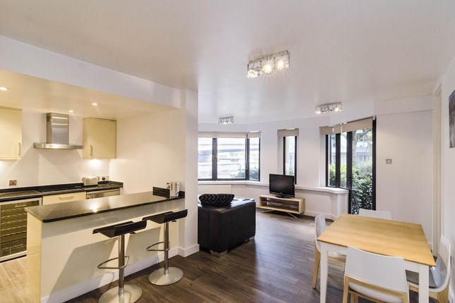 Thumbnail Flat to rent in Montague Close, London