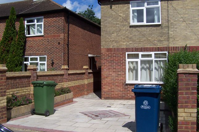 2 bed semi-detached house to rent in Wigton Gardens, Stanmore
