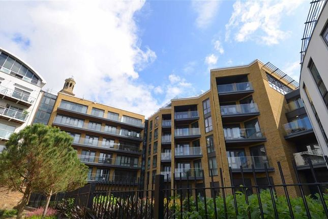 Thumbnail Flat for sale in Quayside House, Brentford