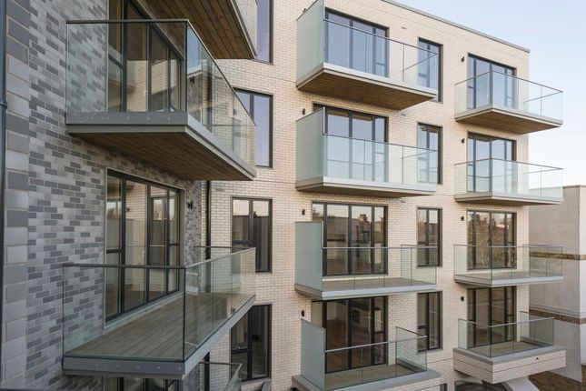 3 bedroom flat for sale in High Street, Colliers Wood