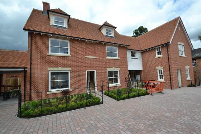 Thumbnail Link-detached house for sale in Williams Walk, Colchester, Essex
