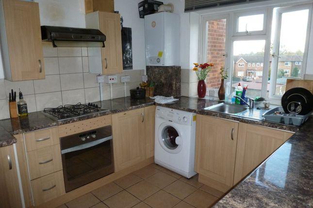 3 bed flat to rent in Elmshurst Crescent, London