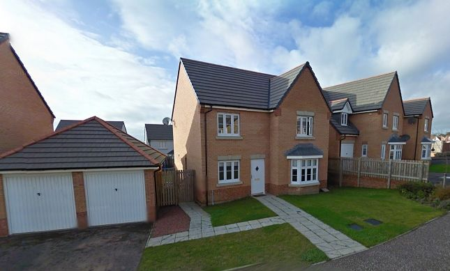 Thumbnail Town house to rent in Fieldfare View, Dunfermline