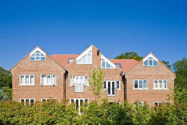 Thumbnail Flat to rent in Flat 3, 30 Chiltern Court, Goring On Thames