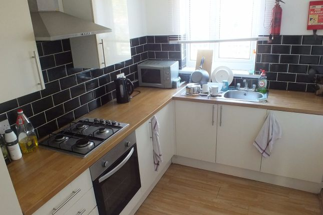 3 bed semi-detached house to rent in Park View Avenue, Leeds, West Yorkshire