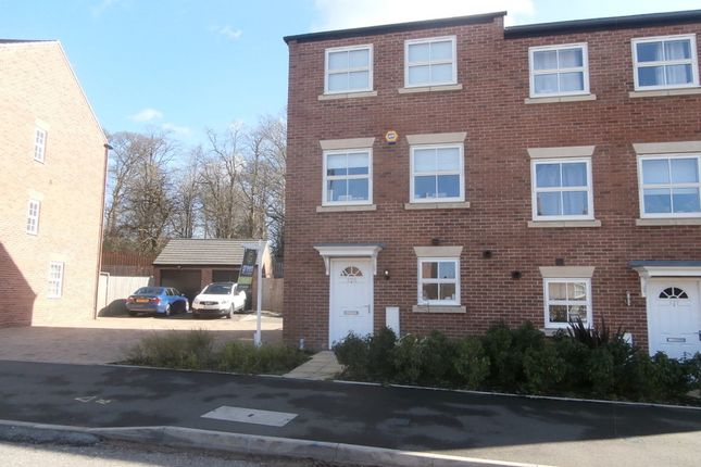 Thumbnail Town house to rent in Horseshoe Crescent, Great Barr, Birmingham