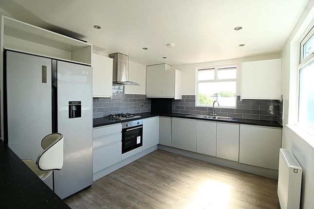 Thumbnail Flat to rent in Elmhurst Road, London