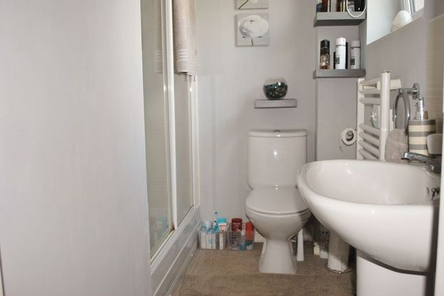 En-Suite of Philmont Court, Bannerbrook Park, Coventry CV4