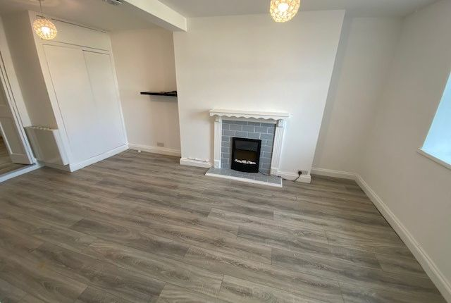 Thumbnail Flat to rent in Wellesley Road, Torquay