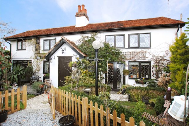 Thumbnail Detached house for sale in Pump Hill, Great Baddow, Chelmsford