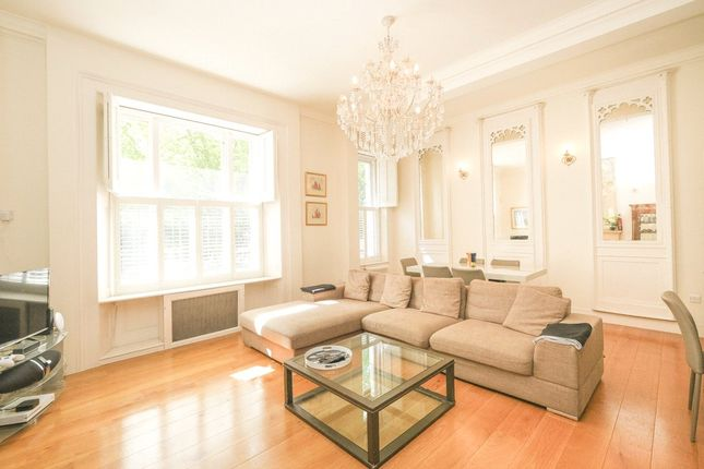 2 bed flat to rent in Onslow Square, South Kensington, London SW7