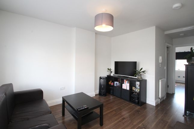 Thumbnail Flat to rent in High Road, Loughton