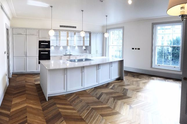 Thumbnail Flat for sale in Leinster Square, London