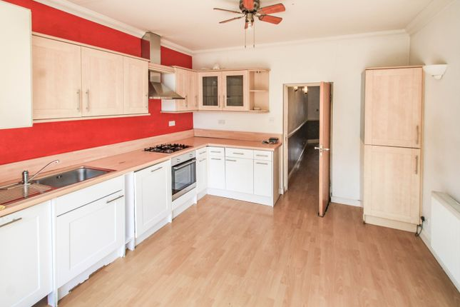 3 bed maisonette to rent in Baring Road, Grove Park SE12