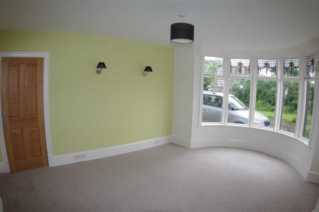 Thumbnail Flat to rent in Wakefield Road, Lightcliffe, Halifax