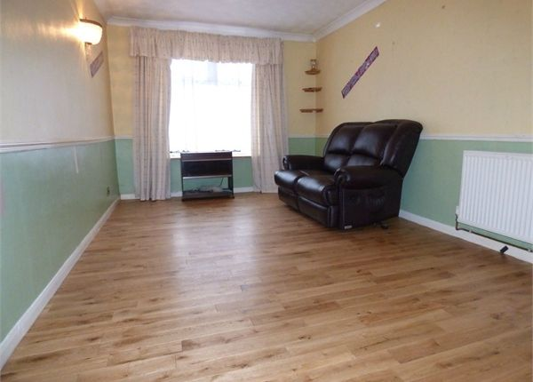 3 bed semi-detached house for sale in Manser Road, Rainham, Essex