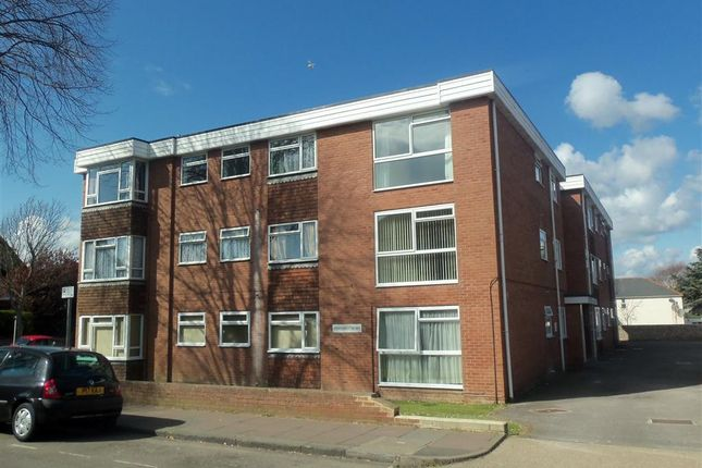 Thumbnail Flat to rent in Cambridge Road, Worthing