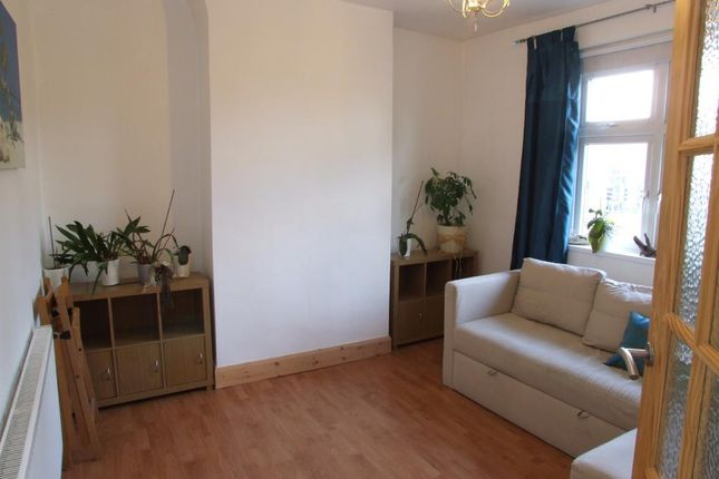 Thumbnail Flat to rent in Victoria Terrace, North Acton