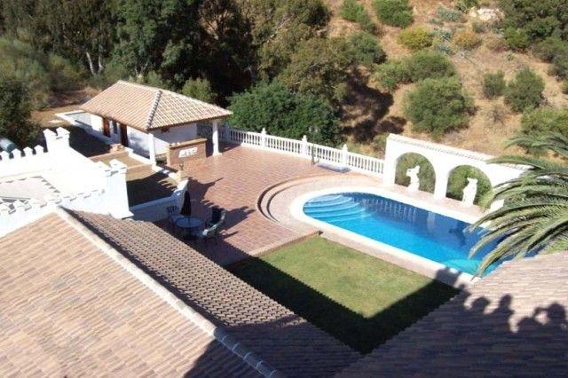 Pool & Terraces
